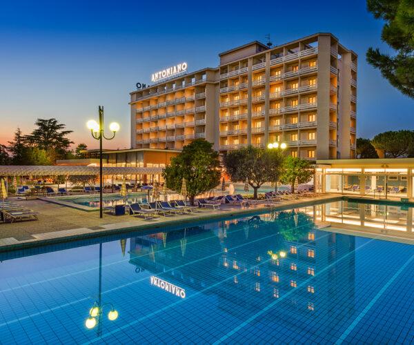 hotel-terme-antoniano-pool-01